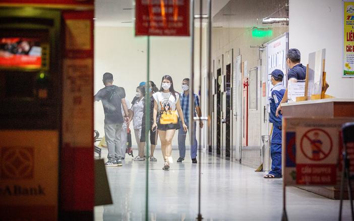 Bé gái rơi từ tầng 12 chung cư Linh Đàm (Hà Nội) tử vong thương tâm