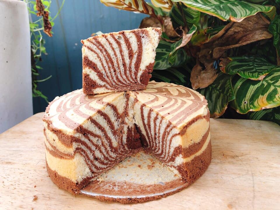Cách làm bánh bông lan ngựa vằn vừa đơn giản vừa đẹp mắt