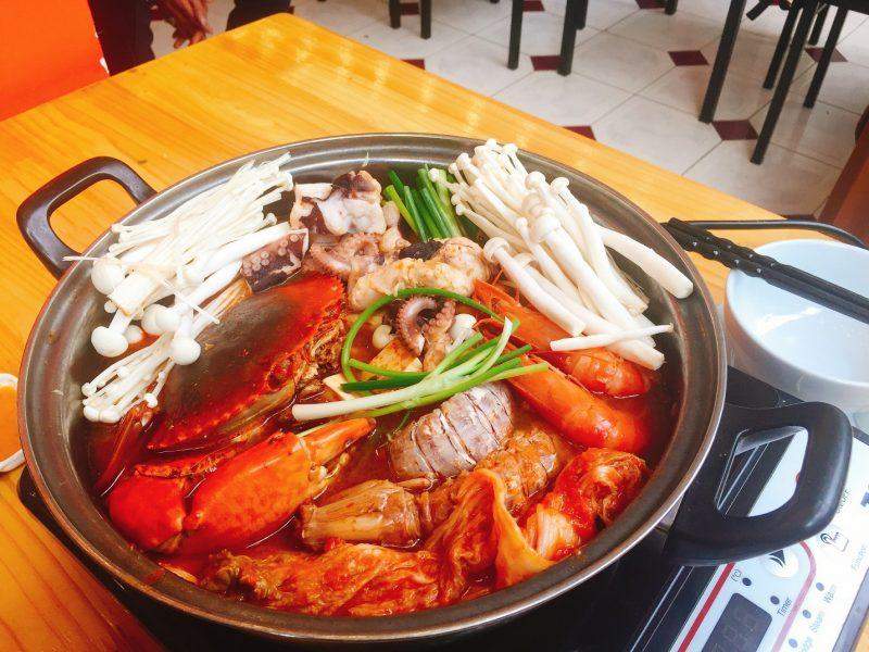 Ăn lẩu tại nhà với dịch vụ đặt Lẩu Kim Chi Hải Sản mang về tại Hà Nội