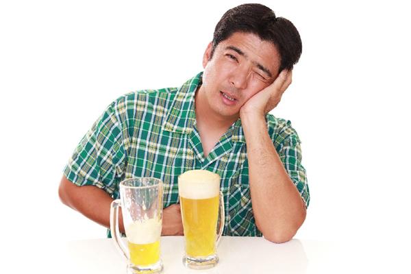 Đau dạ dày uống rượu bia được không? Làm thế nào để giảm tác hại của bia rượu lên dạ dày