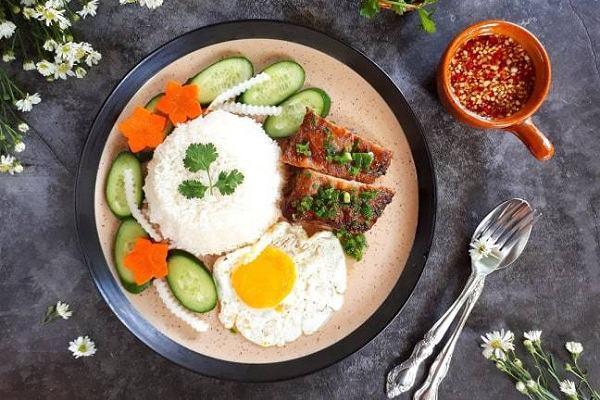 Đổi món với cơm tấm sườn chả trứng đúng kiểu Sài thành, cả nhà khen ngon hết sảy