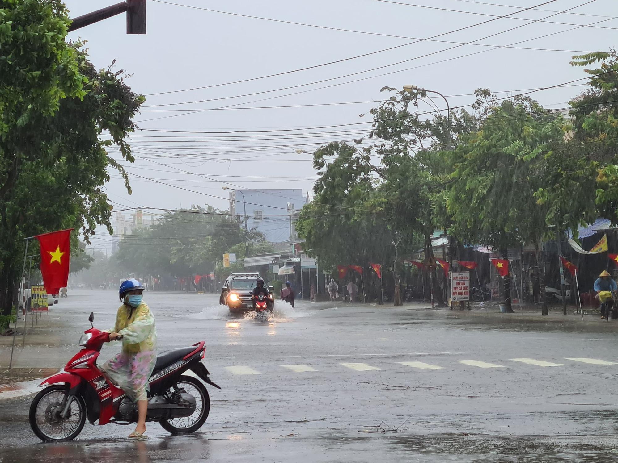 Dự báo thời tiết 14/10/2021: Cả nước có nơi mưa vừa, mưa to đến rất to