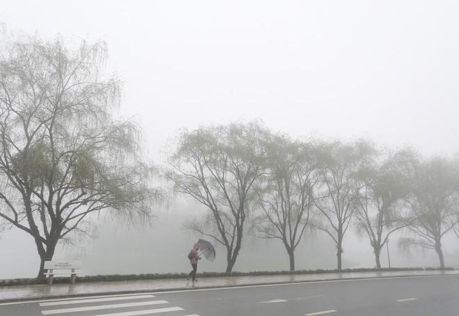Thời tiết hôm nay ngày 23/10: Miền Bắc rét đậm, vùng núi có nơi dưới 15 độ