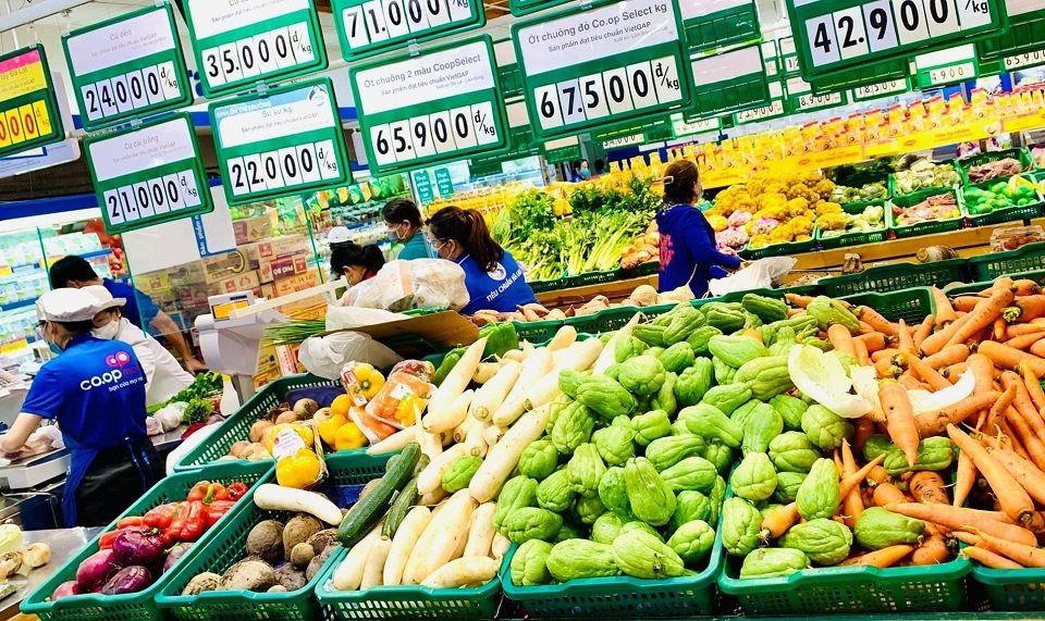 Giá cả thực phẩm hôm nay 17/9: Hóa phẩm, bánh ăn vặt giảm giá nhiều