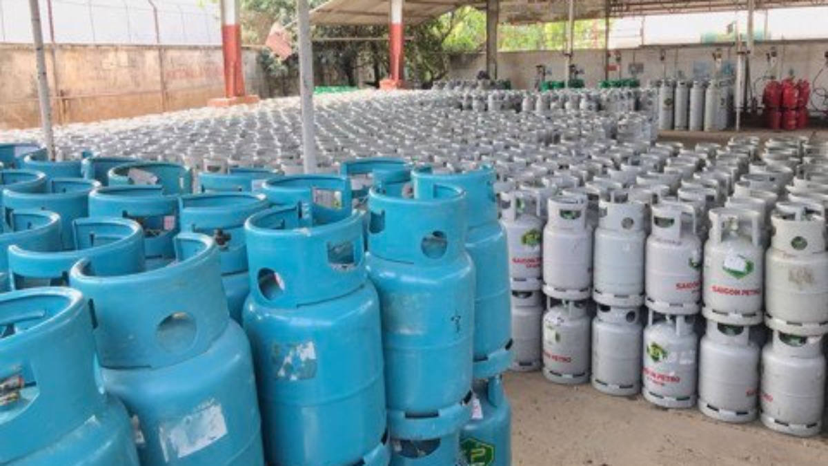 Giá gas trong nước tháng 10 tăng mạnh lên 42.000 đồng/bình 12kg