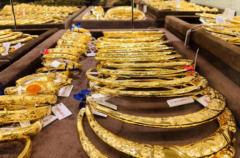 Giá vàng hôm nay 18/10: Vàng giảm mạnh phiên đầu tuần