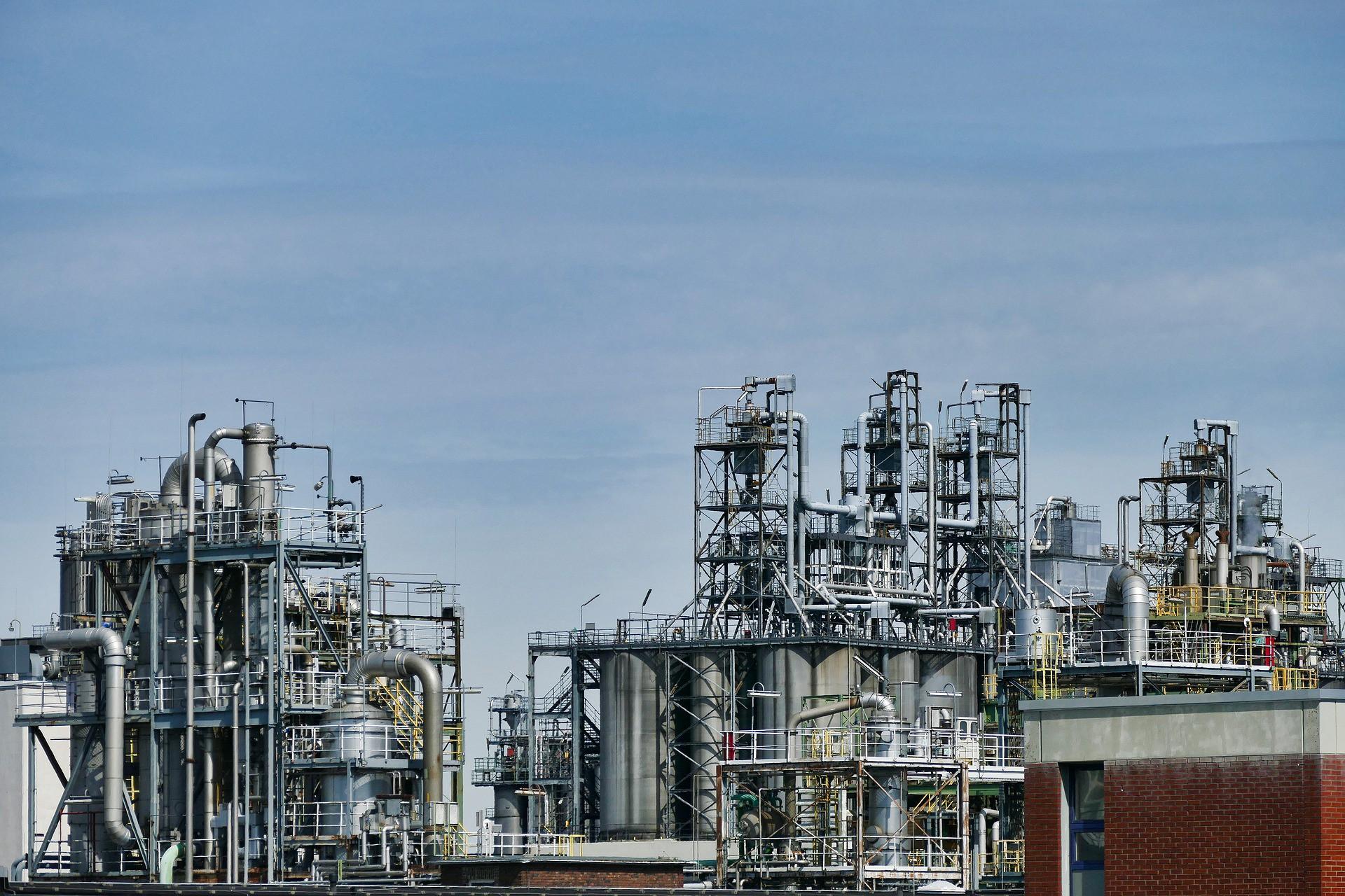 Giá xăng dầu hôm nay 15/9: Giữ đà tăng khi nguồn cung giảm