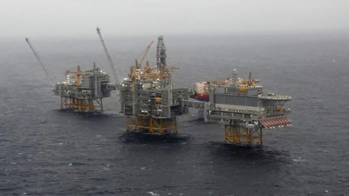 Giá xăng dầu hôm nay 3/9: Dao động trái chiều do sự lây lan kéo dài của COVID-19