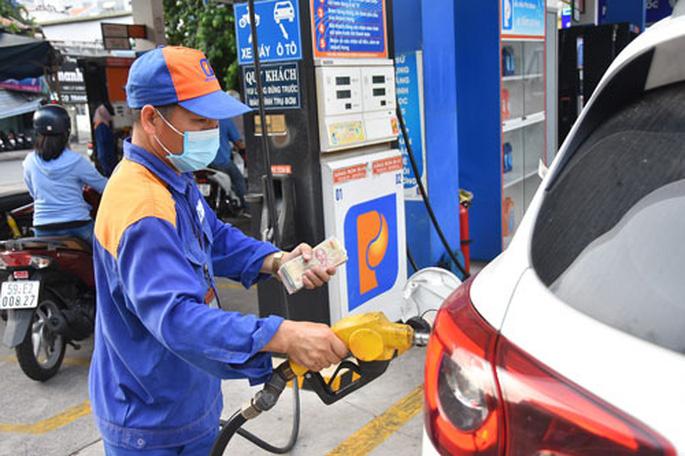 Giá xăng dầu tăng mạnh lên gần 25.000 đồng/lít, lập đỉnh mới 7 năm