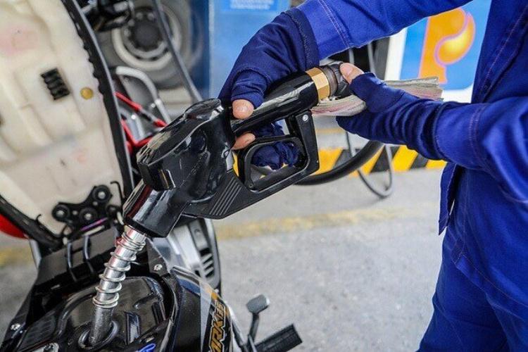 Giá xăng dầu trong nước tăng trở lại vượt 20.000 đồng/lít
