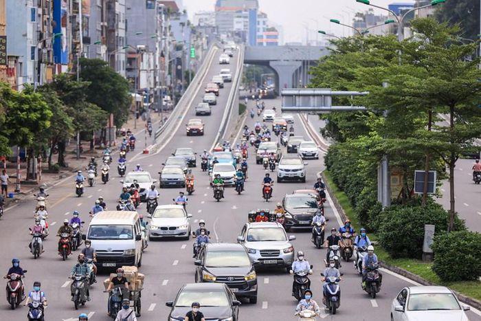 """Hà Nội: Ngày đầu dỡ bỏ 39 chốt kiểm soát quanh """"vùng đỏ"""", giao thông nhộn nhịp"""