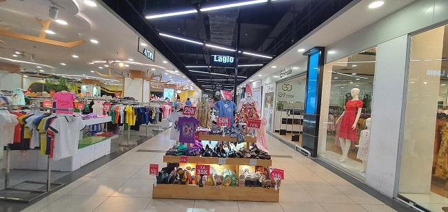 Hà Nội: Trung tâm thương mại mở cửa trở lại nhưng lượng khách vắng vẻ đìu hiu
