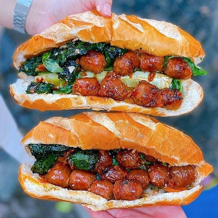 Review ổ bánh mì siêu chất ngày Hà Nội mở cửa hàng quán trở lại