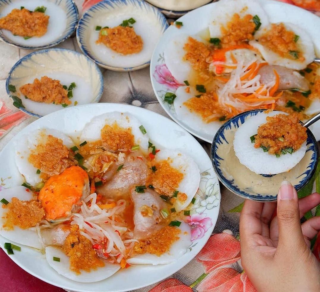 Khám phá quán bánh bèo chén chả cua hơn 50 năm tuổi tại Sài Gòn