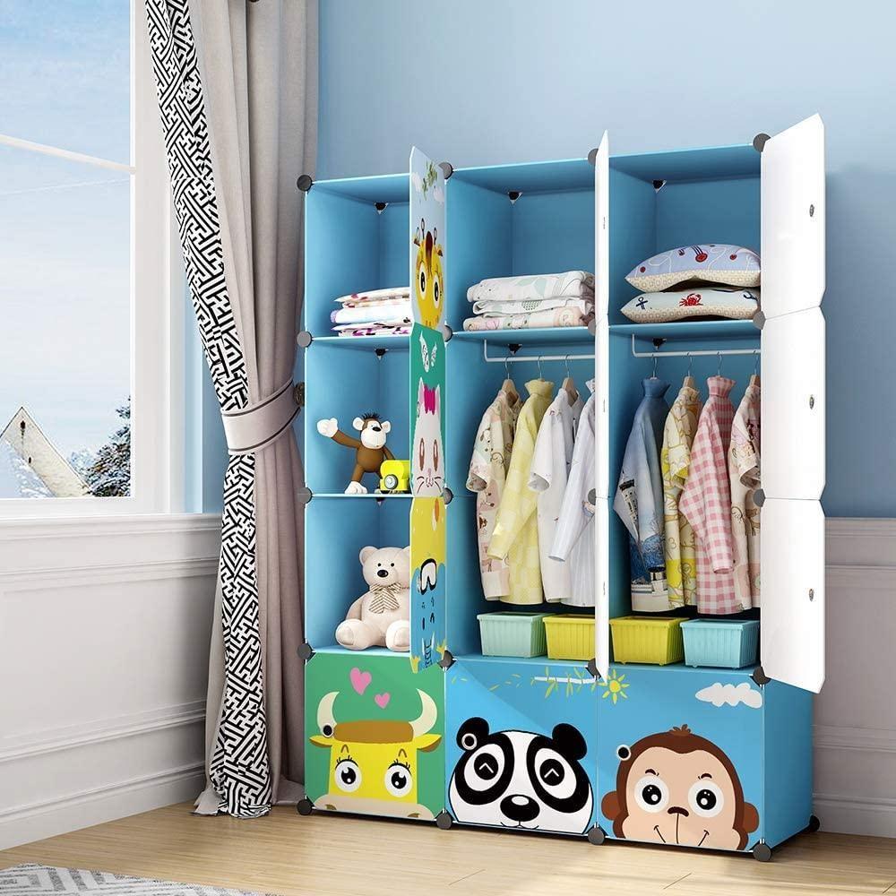 Mách bạn cách xếp quần áo gọn gàng vào tủ cho bé