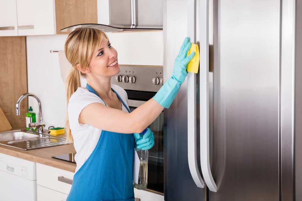 Mẹo vệ sinh tủ lạnh nhanh nhất, chị em nào cũng cần lưu lại ngay
