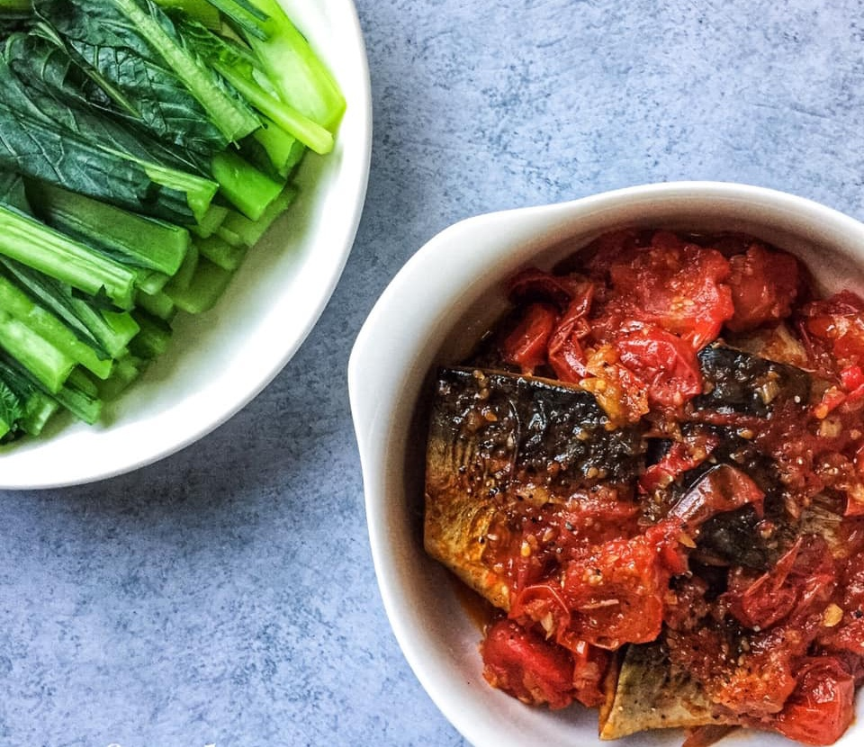 Món ngon mỗi ngày: Cá Saba kho cà chua cho bữa tối ấm cúng