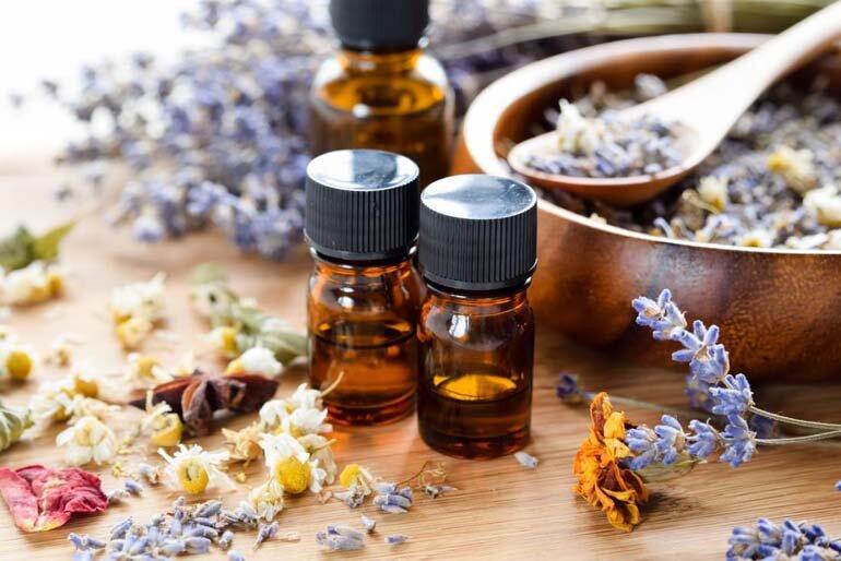 Những loại tinh dầu thiên nhiên trị mụn hiệu quả mà bạn nên thử