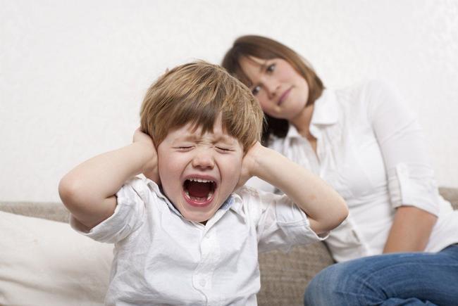 Những phản ứng tiêu cực ở trẻ, cha mẹ cần hết sức lưu tâm