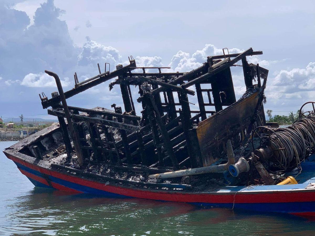 Quảng Nam: Tàu cá mới mua trị giá 350 triệu bất ngờ bị bốc cháy