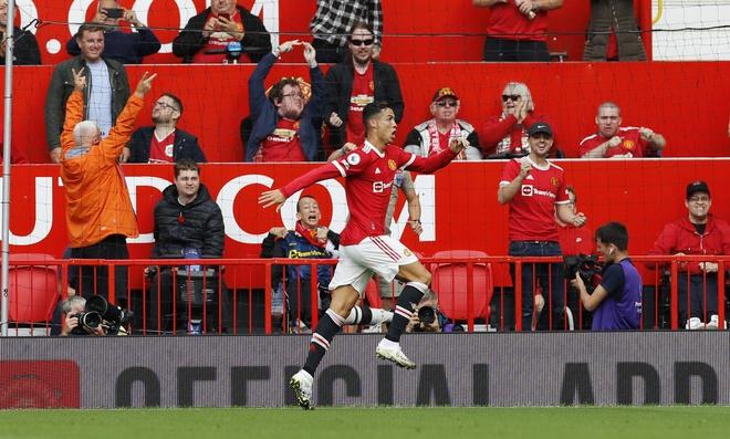 Ronaldo ghi bàn vào lướt Newcastle! Chạy phăng phăng như thời trai trẻ