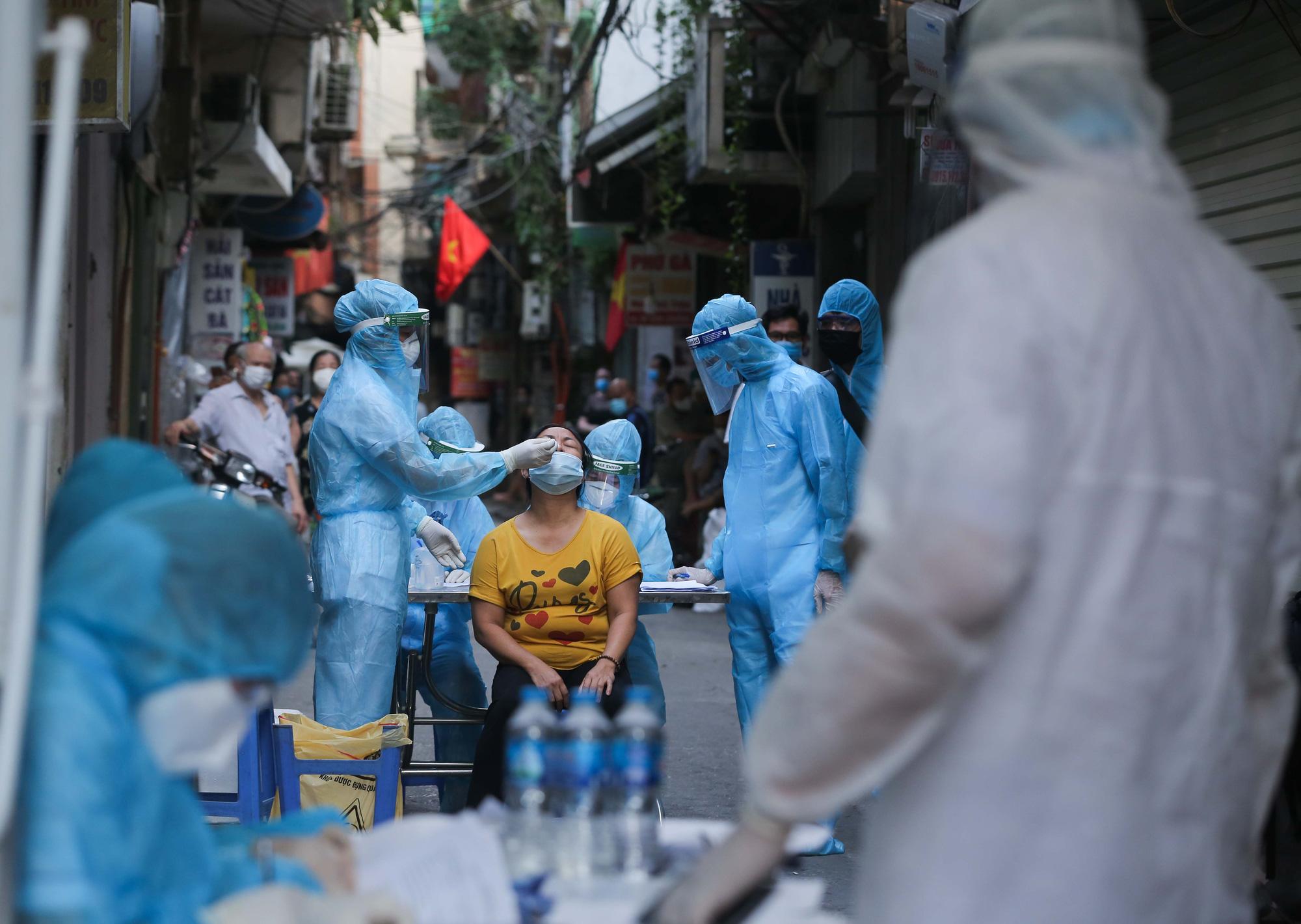 Sáng 16/9: Hà Nội và TPHCM điều chỉnh một số hoạt động kinh doanh và biện pháp phòng dịch
