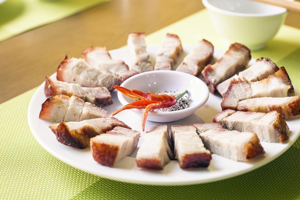 Thịt lợn hấp sả gừng món (thịt heo) ngon đơn giản mà dễ làm