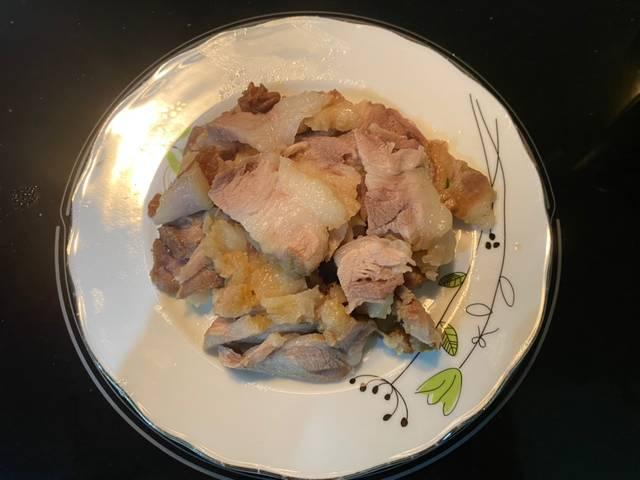 Thịt lợn hấp xì dầu đơn giản mà ngon miệng đến không ngờ