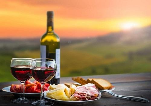Top 4 cách lựa chọn rượu ngày tết để biếu quà, tiếp khách