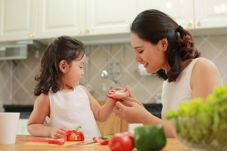 Trẻ mầm non nghỉ học quá lâu do dịch bệnh, cha mẹ cần lưu ý cách chăm sóc khi con ở nhà