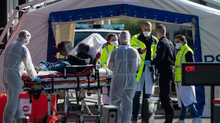 Trong vòng 24 giờ qua, thế giới ghi nhận gần 9.000 ca tử vong do COVID-19