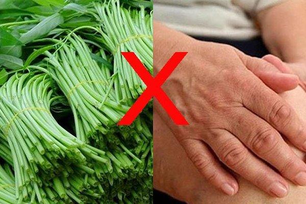 Uống thuốc tây ăn rau muống có được không?