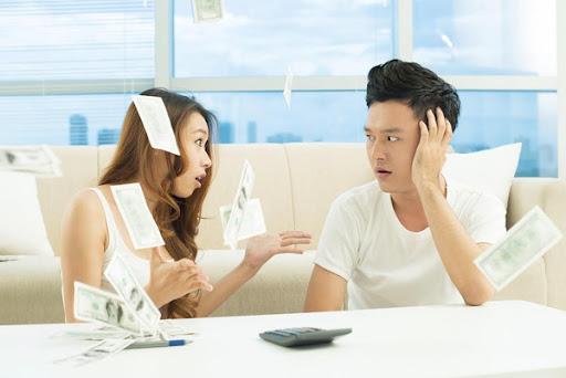 Vợ chồng trẻ thường mắc nhiều sai lầm trong việc quản lý chi tiêu