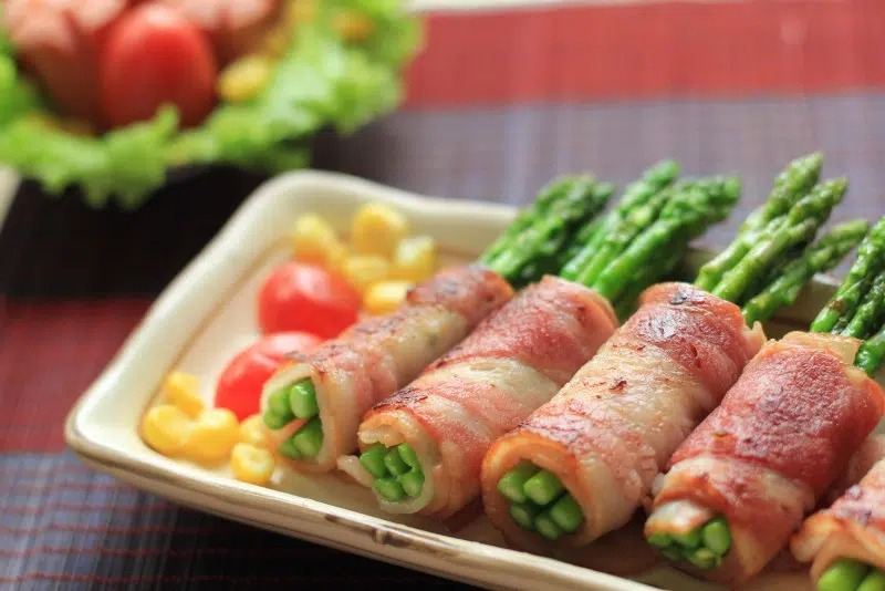 Món thịt thăn lợn cuộn măng tây tốt cho sức khỏe