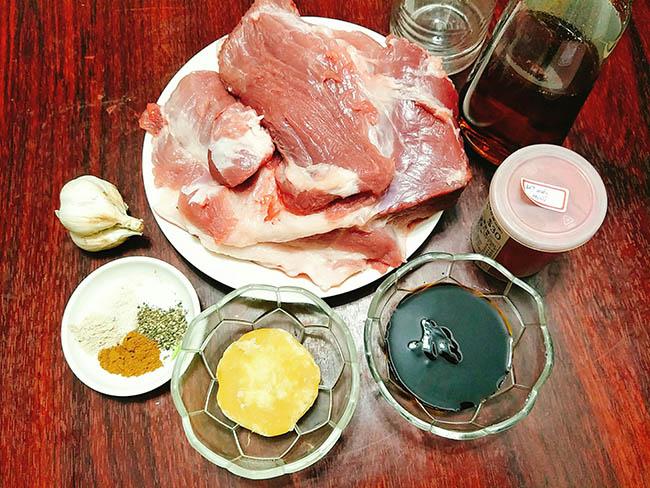Nguyên liệu làm món thịt mông lợn xá xíu