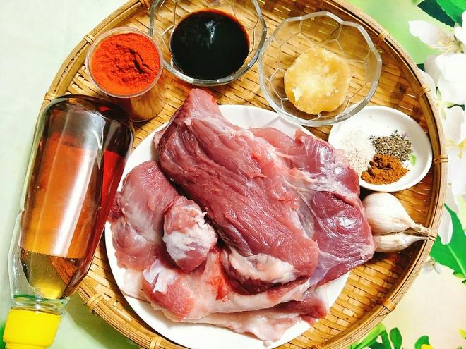 Nguyên liệu món thịt vai lợn rim mật ong
