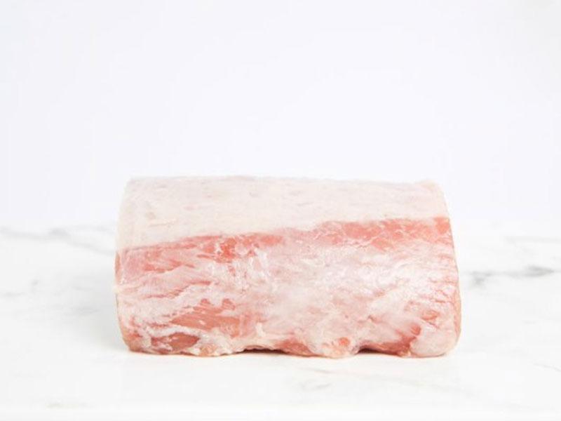 Nguyên liệu không thể thiếu là thịt thăn lợn