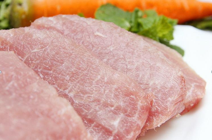 Phần thịt lợn nên chọn loại dày thịt, hồng tươi
