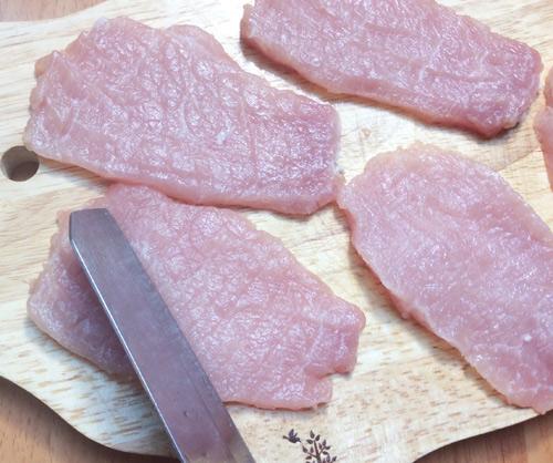 Sơ chế món thịt lợn vai chiên xù